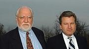 Foto do autor. William E Butterworth IV (right) with his father, W E B Griffin