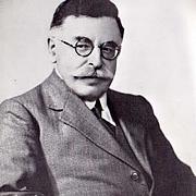 Fotografia de autor. C.Willett Cunnington, in 1935 (1878–1961)