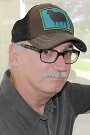 """Fotografia de autor. Author Jim Shepard at the 2015 Texas Book Festival. By Larry D. Moore, CC BY-SA 4.0, <a href=""""https://commons.wikimedia.org/w/index.php?curid=44359570"""" rel=""""nofollow"""" target=""""_top"""">https://commons.wikimedia.org/w/index.php?curid=44359570</a>"""