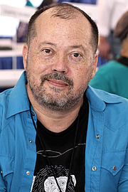 "Forfatter foto. Author Alexander Chee at the 2018 Texas Book Festival in Austin, Texas, United States. By Larry D. Moore - Own work, CC BY-SA 4.0, <a href=""https://commons.wikimedia.org/w/index.php?curid=74032374"" rel=""nofollow"" target=""_top"">https://commons.wikimedia.org/w/index.php?curid=74032374</a>"