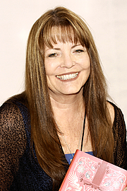 """Foto do autor. Author Mary E. Pearson at the 2019 Texas Book Festival in Austin, Texas, United States. By Larry D. Moore, CC BY-SA 4.0, <a href=""""https://commons.wikimedia.org/w/index.php?curid=84658764"""" rel=""""nofollow"""" target=""""_top"""">https://commons.wikimedia.org/w/index.php?curid=84658764</a>"""