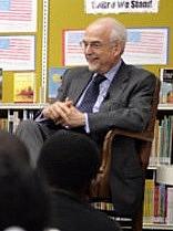Foto de l'autor. Bruce Cole at Ambassador Baptist Christian School, Washington D.C., 2007.  Detail from White House photo by David Bohrer.