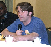 Foto auteur. speaking on a panel on voice acting at the Big Apple Convention in Manhattan, June 8, 2008.