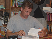 Fotografia de autor. I took this picture at one of his US Book Signing events at Politics & Prose in Washington, D.C. Never miss a chance to see my favorite author :-)