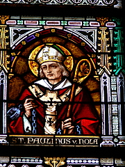 """Foto do autor. Linz Cathedral ( Upper Austria ). Gothic revival stained glass window showing Saint Paulinus of Nola. By Wolfgang Sauber - Own work, CC BY-SA 3.0, <a href=""""https://commons.wikimedia.org/w/index.php?curid=6256334"""" rel=""""nofollow"""" target=""""_top"""">https://commons.wikimedia.org/w/index.php?curid=6256334</a>"""