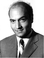 "Foto do autor. Dr. Ali Shariati By Unknown author - <a href=""http://drshariati.org/media.asp?page1=1&show=9"" rel=""nofollow"" target=""_top"">http://drshariati.org/media.asp?page1=1&show=9</a>, Public Domain, <a href=""https://commons.wikimedia.org/w/index.php?curid=10030173"" rel=""nofollow"" target=""_top"">https://commons.wikimedia.org/w/index.php?curid=10030173</a>"