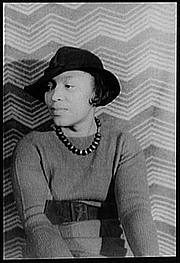 Forfatter foto. Library of Congress, Prints & Photographs Division, Carl Van Vechten collection, Reproduction Number LC-USZ62-79898 DLC