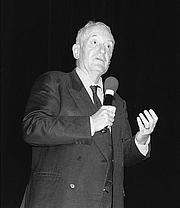Foto do autor. Philippe Haudrère en 2002 lors d'une conférence au Musée de la Compagnie des Indes