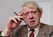 "Författarporträtt. courtesy of the <a href=""http://www.anthonyburgess.org/index.htm"">International Anthony Burgess Foundation</a>"