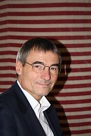 """Fotografia de autor. Auteur lors du 2° festival du Livre Gourmand, Trouville sur Mer - France, Novembre 2008 By Crochet.david (talk) - Own work, CC BY-SA 3.0, <a href=""""https://commons.wikimedia.org/w/index.php?curid=5256645"""" rel=""""nofollow"""" target=""""_top"""">https://commons.wikimedia.org/w/index.php?curid=5256645</a>"""