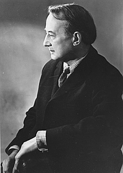 """Forfatter foto. By Library of the London School of Economics and Political Science - Professor Michael Oakeshott, c1960sUploaded by calliopejen1, No restrictions, <a href=""""https://commons.wikimedia.org/w/index.php?curid=15987493"""" rel=""""nofollow"""" target=""""_top"""">https://commons.wikimedia.org/w/index.php?curid=15987493</a>"""