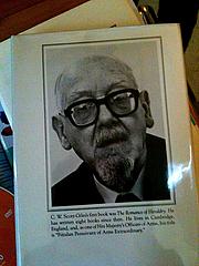 "Foto do autor. Book jacket photo, found at <a href=""http://karigee.com/journal/2010/2/5/c-w-scott-giles-coauthor-awesome-face.html"" rel=""nofollow"" target=""_top"">karigee.com</a>"