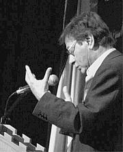 Fotografia de autor. Mahmoud Darwish at University of Bethlehem (2006)