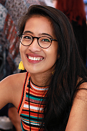 """Foto do autor. Author Elaine Castillo at the 2018 Texas Book Festival in Austin, Texas, United States. By Larry D. Moore, CC BY-SA 4.0, <a href=""""https://commons.wikimedia.org/w/index.php?curid=74144299"""" rel=""""nofollow"""" target=""""_top"""">https://commons.wikimedia.org/w/index.php?curid=74144299</a>"""