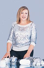 """Författarporträtt. Trisha Malcolm. Photo from <a href=""""http://www.yarnmarket.com/newsletter/spotlight/vogue.html"""" rel=""""nofollow"""" target=""""_top""""><i>YarnMarket</i></a>."""