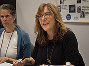 """Fotografia de autor. Carolyn Crimi at BookExpo at the Javits Center in New York City, May 2019. By Rhododendrites - Own work, CC BY-SA 4.0, <a href=""""https://commons.wikimedia.org/w/index.php?curid=79387534"""" rel=""""nofollow"""" target=""""_top"""">https://commons.wikimedia.org/w/index.php?curid=79387534</a>"""
