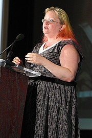 "Foto do autor. Seanan McGuire gives a presentation on the Fiction Stage at the National Book Festival, August 31, 2019. Photo by Ralph Small/Library of Congress. By Library of Congress Life - 20190831RS0179.jpg, CC0, <a href=""https://commons.wikimedia.org/w/index.php?curid=82899238"" rel=""nofollow"" target=""_top"">https://commons.wikimedia.org/w/index.php?curid=82899238</a>"