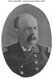 Foto auteur. Captain George H. Perkins, USN, photographed circa 1882-1891. (history.navy.mil)