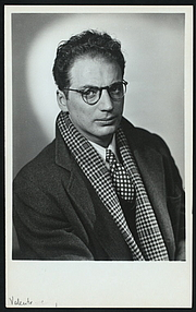 """Photo de l'auteur(-trice). Courtesy of the <a href=""""http://digitalgallery.nypl.org/nypldigital/id?TH-41109"""">NYPL Digital Gallery</a> (image use requires permission from the New York Public Library)"""