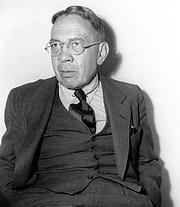 "Fotografia de autor. Bernard Augustine DeVoto (January 11, 1897 – November 13, 1955), American historian and author By Source, Fair use, <a href=""https://en.wikipedia.org/w/index.php?curid=36707547"" rel=""nofollow"" target=""_top"">https://en.wikipedia.org/w/index.php?curid=36707547</a>"