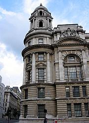 Kirjailijan kuva. Old War Office, London.  Photo by Oliver Mallich / Flickr.