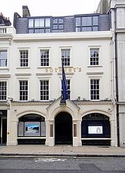 Foto do autor. Sotheby's office on New Bond Street, London [credit: Dirk Ingo Franke]
