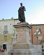 "Fotografia de autor. Statue of Sallust in L'Aquila By Freegiampi - Foto scattate da me, CC BY-SA 2.5, <a href=""//commons.wikimedia.org/w/index.php?curid=1962822"" rel=""nofollow"" target=""_top"">https://commons.wikimedia.org/w/index.php?curid=1962822</a>"
