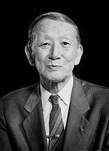 "Fotografia de autor. Shinichi Suzuki (1898–1998), musician By Source (WP:NFCC#4), Fair use, <a href=""//en.wikipedia.org/w/index.php?curid=53711027"" rel=""nofollow"" target=""_top"">https://en.wikipedia.org/w/index.php?curid=53711027</a>"