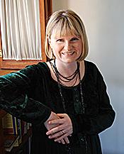 """Kirjailijan kuva. <a href=""""http://www.katherinekirkpatrick.com/"""" rel=""""nofollow"""" target=""""_top"""">www.katherinekirkpatrick.com/</a>"""