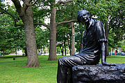 Foto de l'autor. Memorial statue of Alfred Purdy, in Toronto, by Edwin and Veronica Dam de Nogales. 2008