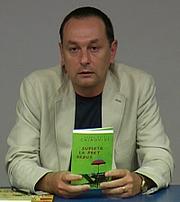 """Författarporträtt. Română: Eugen Ovidiu Chirovici-lansarea cărții Suflete la preț redus, la Biblioteca Județeană """"Petre Dulfu"""" Baia Mare"""