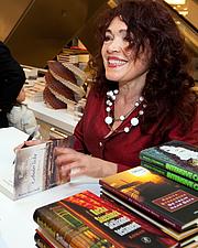 Foto de l'autor. Rosita Steenbeek at a book signing in 2010 [credit: Jos van Zetten from Amsterdam, the Netherlands; copied from Wikipedia]