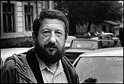 Kirjailijan kuva. by Viktoras Kapočius.