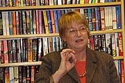 Forfatter foto. Taken by Lesa Holstine, Poisoned Pen Bookstore, 1/26/08
