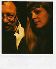 "Foto do autor. ""Andrei Codrescu (author) and Rochelle Hartman (librarian), January 1999."" (Rochelle Hartman)"