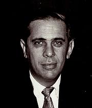 Författarporträtt. Dr. Stanley Siegel. UH Photographs Collection.