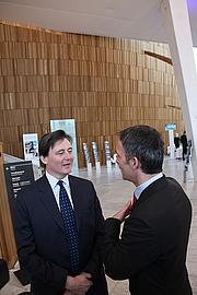 """Författarporträtt. NHOs årskonferanse 2010 <a href=""""http://www.flickr.com/photos/statsministerenskontor/4254091174/"""" rel=""""nofollow"""" target=""""_top"""">http://www.flickr.com/photos/statsministerenskontor/4254091174/</a>"""