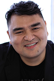 """Foto de l'autor. Author Jose Antonio Vargas at the 2018 Texas Book Festival in Austin, Texas, United States. By Larry D. Moore - Own work, CC BY-SA 4.0, <a href=""""https://commons.wikimedia.org/w/index.php?curid=73960431"""" rel=""""nofollow"""" target=""""_top"""">https://commons.wikimedia.org/w/index.php?curid=73960431</a>"""