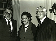 Forfatter foto. Dean Leander E. Keck (L) with Miss Lillian Clauss and Director of Development Frank Mullen -- via Yale Divinity School