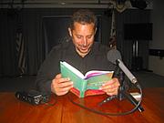 "Författarporträtt. Pakistani-American writer Daniyal Mueenuddin reads an excerpt from his short story ""Nawabdin Electrician""."