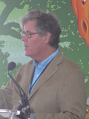 "Forfatter foto. David Maraniss at the 2012 National Book Festival By Slowking4 - Own work, GFDL 1.2, <a href=""https://commons.wikimedia.org/w/index.php?curid=21582042"" rel=""nofollow"" target=""_top"">https://commons.wikimedia.org/w/index.php?curid=21582042</a>"