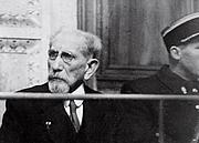 Foto de l'autor. Charles Maurras assis sur le banc des accusés assiste à son procès, le 25 janvier 1945 au Palais de justice de Lyon