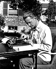 Forfatter foto. Photo of Robert Arthur, Jr. writing in 1940
