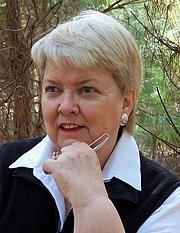 "Foto do autor. Courtesy <a href=""http://www.margaretmaron.com/"">Margaret Maron</a>"