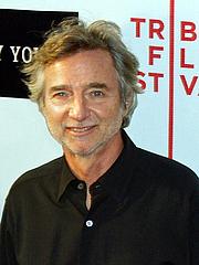 Kirjailijan kuva. Curtis Hansen