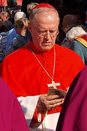 Fotografia de autor. Paul Josef Cardinal Cordes at the Liborifest in Paderborn, 2009. Photo by Karl-Michael Soemer / Wikipedia