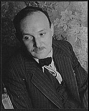 Fotografia de autor. Manuel Komroff, 1937. Photo by Carl Van Vechten. (Library of Congress Prints and Photographs Division)