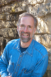 "Författarporträtt. Subject: William Cronon Photographer: Hilary Cronon (daughter) Location: Madison, WI Arboretum Date: 2007 By Hilary Cronon, CC BY-SA 3.0, <a href=""//commons.wikimedia.org/w/index.php?curid=18317186"" rel=""nofollow"" target=""_top"">https://commons.wikimedia.org/w/index.php?curid=18317186</a>"