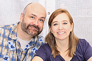 """Forfatter foto. Shannon and Dean Hale at the 2016 Texas Book Festival. By Larry D. Moore, CC BY-SA 4.0, <a href=""""https://commons.wikimedia.org/w/index.php?curid=53088534"""" rel=""""nofollow"""" target=""""_top"""">https://commons.wikimedia.org/w/index.php?curid=53088534</a>"""