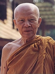 """Foto del autor. Photograph or image of Ajahn Maha Bua (1913–2011) By Source, Fair use, <a href=""""https://en.wikipedia.org/w/index.php?curid=62565890"""" rel=""""nofollow"""" target=""""_top"""">https://en.wikipedia.org/w/index.php?curid=62565890</a>"""